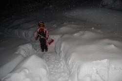 Padá sníh, padá sníh, póójedeme na saních...